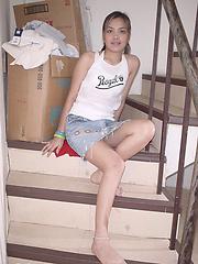 Amateur thai girl sicking traveler dick