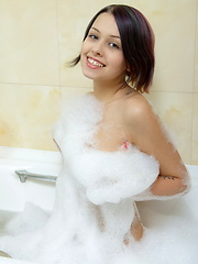 Sweet brunette teen pleasing her pussy in the tub