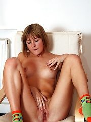 Pleasure with an electric vibrator on long string