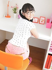 Brunette schoolgirl Kotomi Tsutsumi exposes wet shaved hole