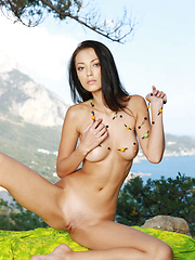 Anna is a tall girl with long legs and cat like eyes for a dazzling look when she is nude.