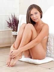 Sexy hottie Sofia spreads her legs