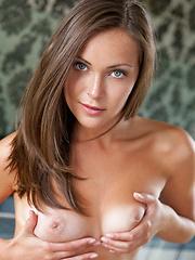 Sophia exposes her sexy body