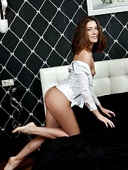 A beautiful face with delicate   facial features, a gorgeous   slender body with small, perky   breasts, and smooth shaven labia,   Kira is simply sweet and   enticing.