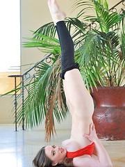 Natalie in flex stretch
