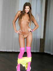 Maria makes herself wet during her naughty workout